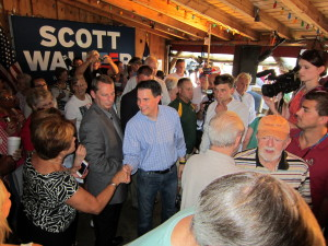 Gov. Scott Walker draws enthusiastic response at Lexington stop