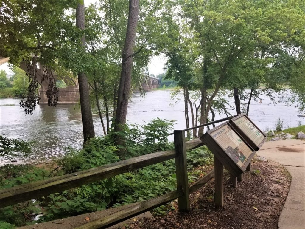 West Columbia Riverwalk, an outdoor museum, with the appeal of nature