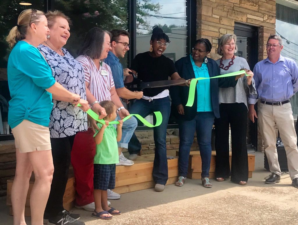 Piecewise Coffee Company holds ribbon-cutting on State Street in Cayce
