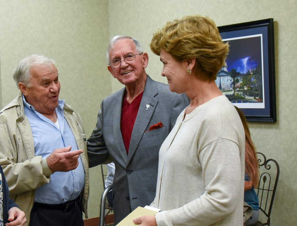 Drop-in held to honor departing Mayor Bobby Horton