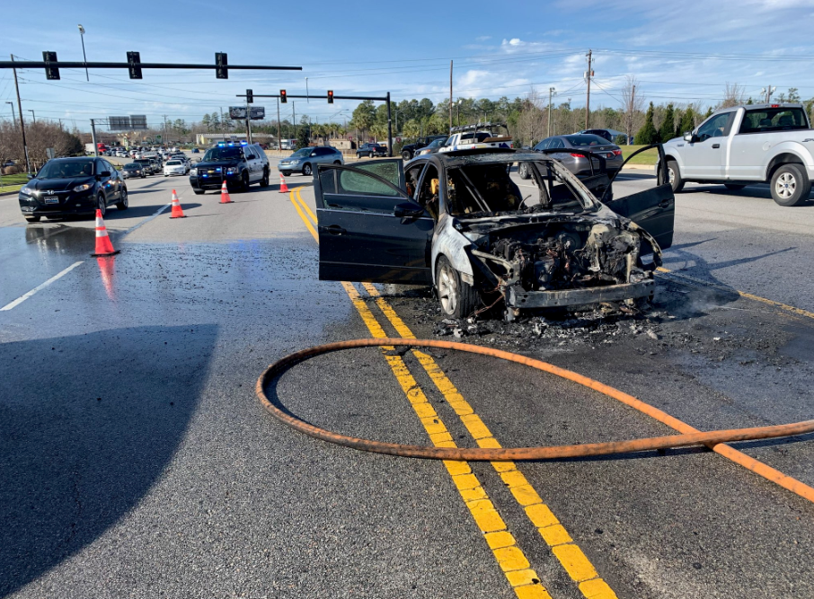 Car fire closes lane of Sunset Blvd. Monday afternoon